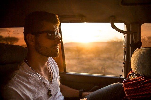 Prawidłowa postura podczas jazdy samochodem